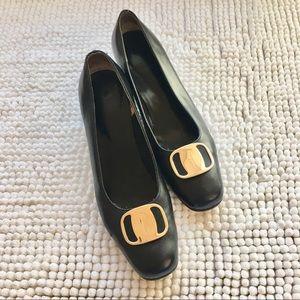 [ferragamo] vintage leather shoes w gold buckles